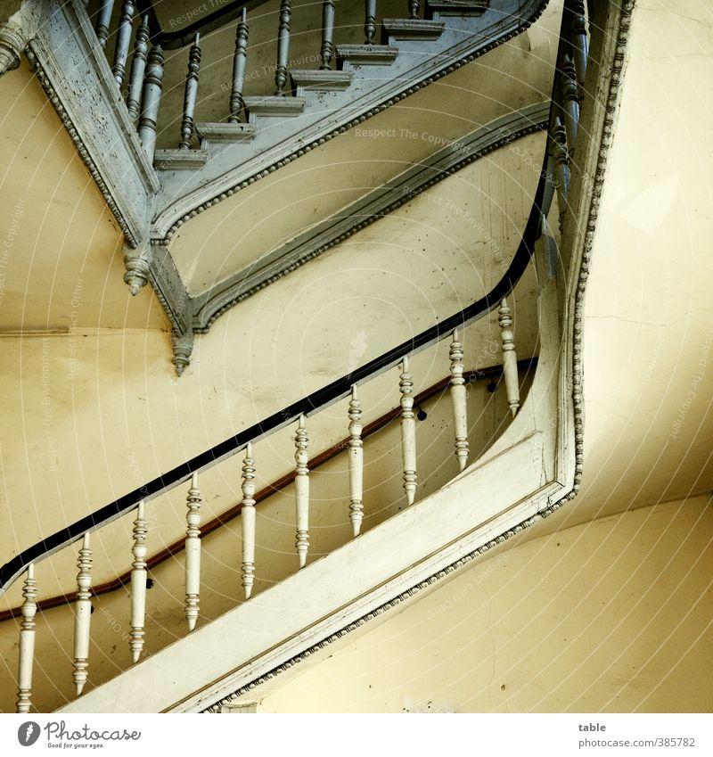 Stiege Stadtrand Altstadt Haus Bauwerk Gebäude Architektur Mehrfamilienhaus Wohnhaus Altbau Mauer Wand Treppe Treppenhaus Treppengeländer drechseln