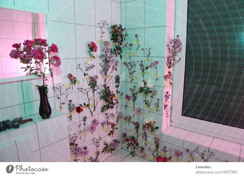 Blumenbad Badezusatz Blumenstrauß sureal Surrealismus bunt farbenfroh Kreativität Kunst Badewanne Badezimmer Wand rosa magenta grün Fliesen