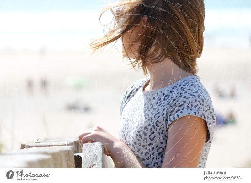 halt Mensch Jugendliche blau Sommer Meer Mädchen ruhig Strand feminin grau träumen Idylle warten stehen Hoffnung Gelassenheit