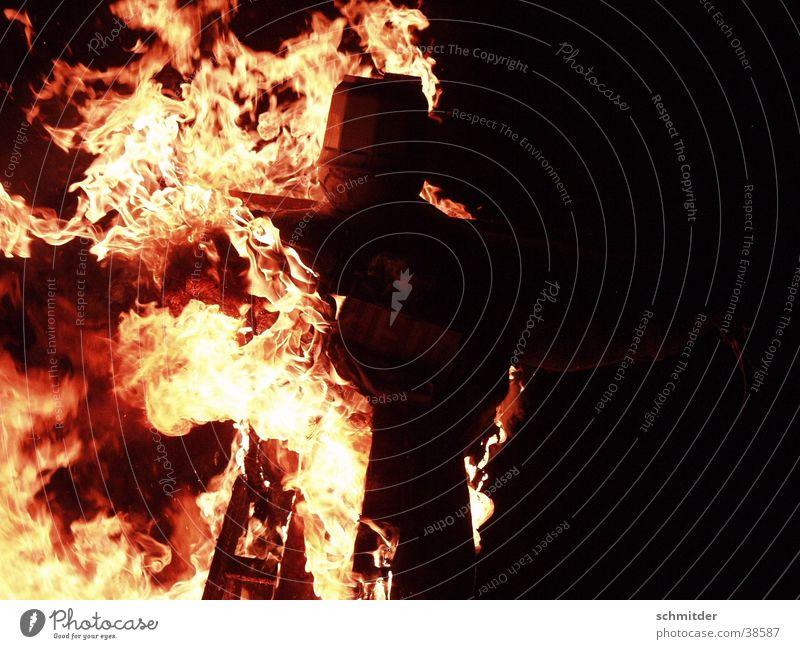 Osterfeuer Wärme Brand Ostern Physik brennen