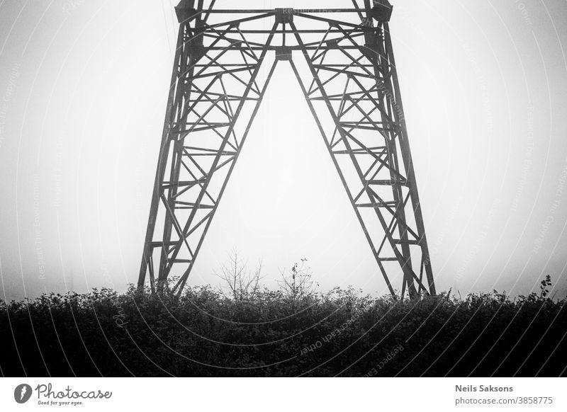 Hochspannungsmasten und Hochspannungsleitungen Hintergrund blau Kabel Schornstein kühlen Turm Gefahr Verteilung holländisch elektrisch Elektrizität Energie