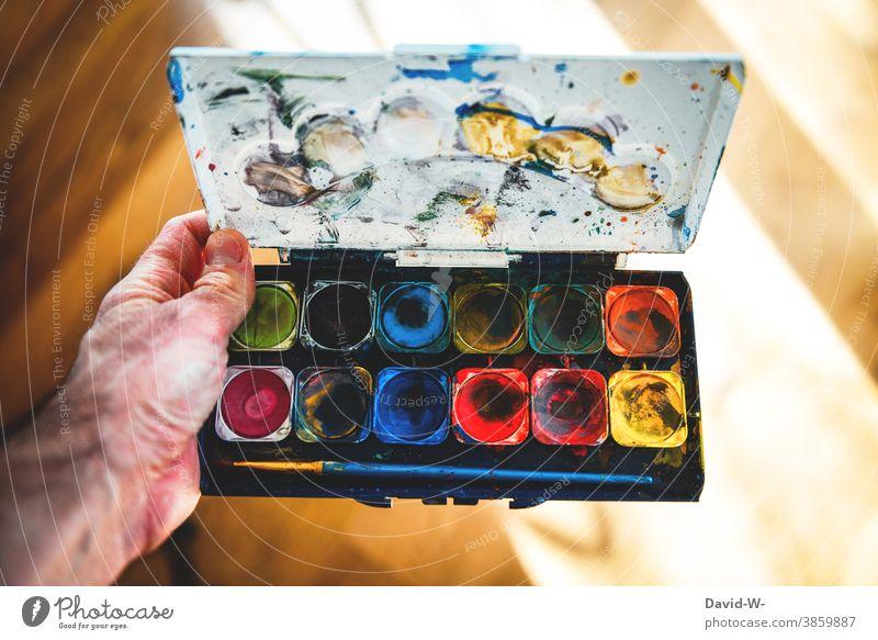 Wasserfarbkasten - Künstler und bunte Farben Wasserfarbe Kreativität Kunst art malen farbenfroh Pinsel Leben freude