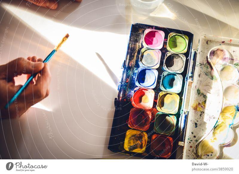 künstlersich aktiv - Wasserfarben und Pinsel Kunst Künstlerisch Kreativität malen Farbe bunt Hand Wasserfarbkasten