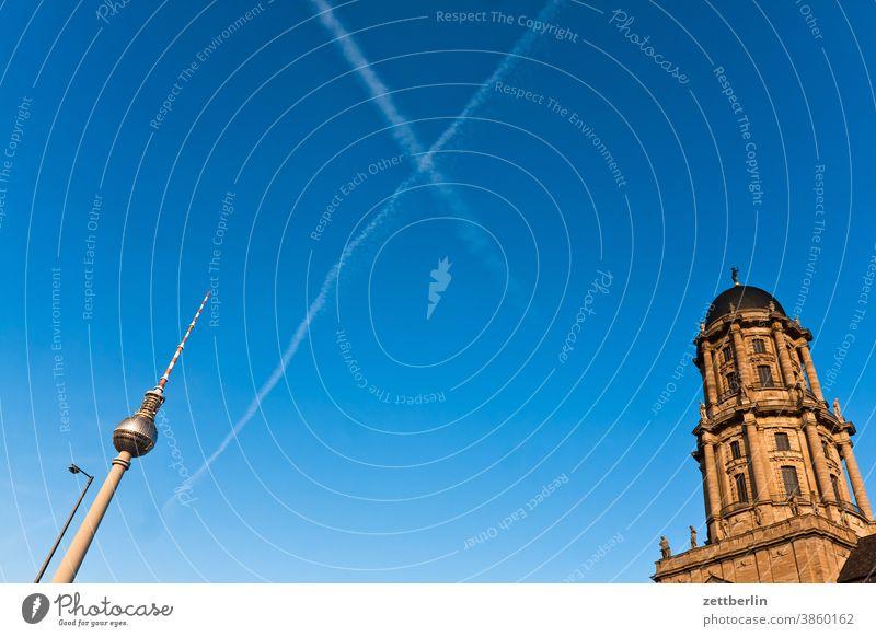 Fernsehturm und Berliner Stadthaus am Molkenmarkt alex alexanderplatz architektur berlin büro city deutschland fernsehturm froschperspektive hauptstadt himmel