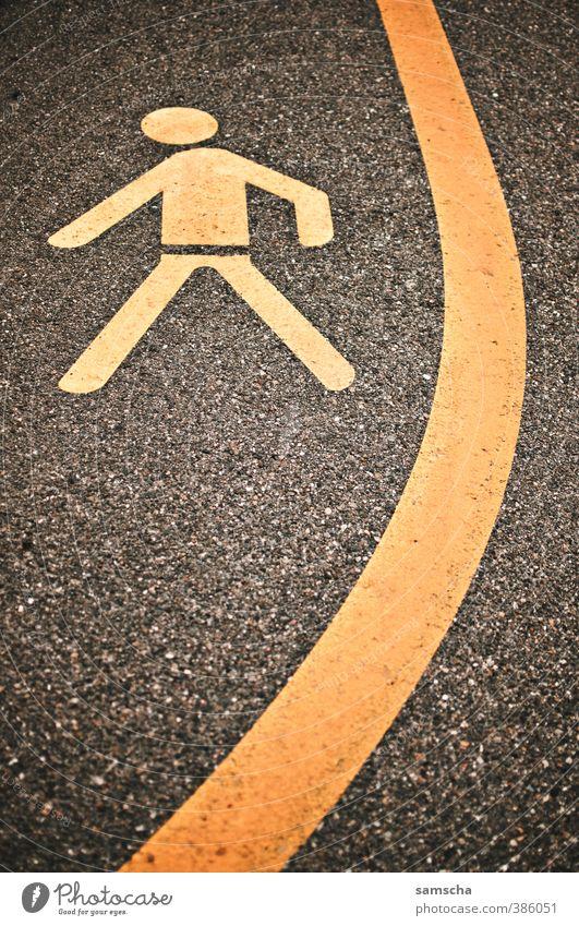 Fussgänger links Mensch Stadt gelb Straße Wege & Pfade gehen Linie Verkehr Schilder & Markierungen Bodenbelag Zeichen Fußweg Bürgersteig Verkehrswege