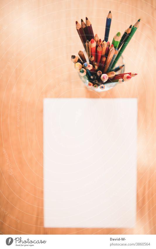 malen - leeres Blatt Papier und Buntstifte Zettel Stifte Kreativität Kunst hobby Platzhalter Schule Kindergarten Kindheit