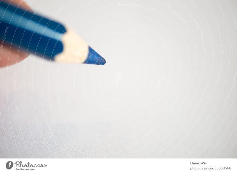 Baluer Buntstift und weißes Papier blau malen zeichnen Buntstifte Stifte Kreativität Kunst art Schule Freizeit & Hobby