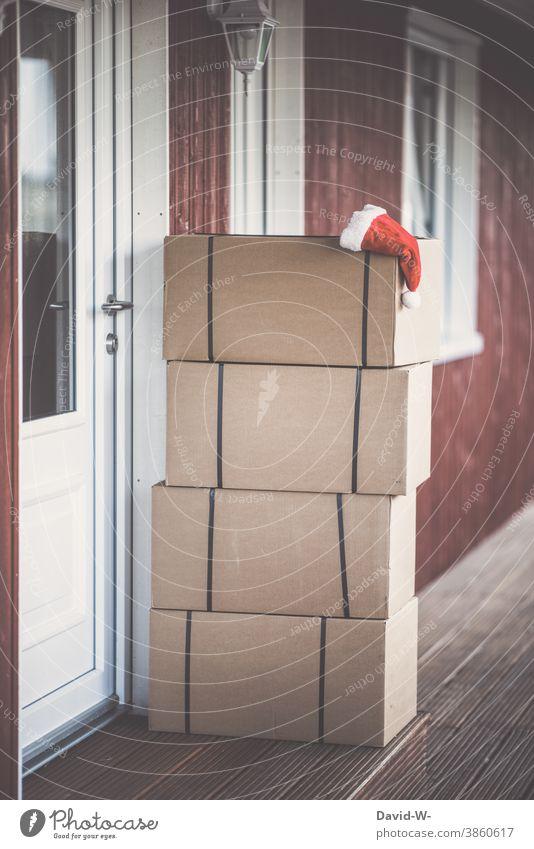 Weihnachten - Post vom Weihnachtsmann Weihnachten & Advent Onlineshop Online-Shopping pakete Bescherung Sendung Nikolausmütze Haustür Versand weihnachtszeit