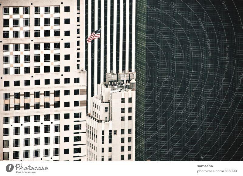 Häuserschlucht Ferien & Urlaub & Reisen Tourismus Sightseeing Städtereise Stadt Stadtzentrum Haus Hochhaus Bauwerk Gebäude Architektur hoch New York City