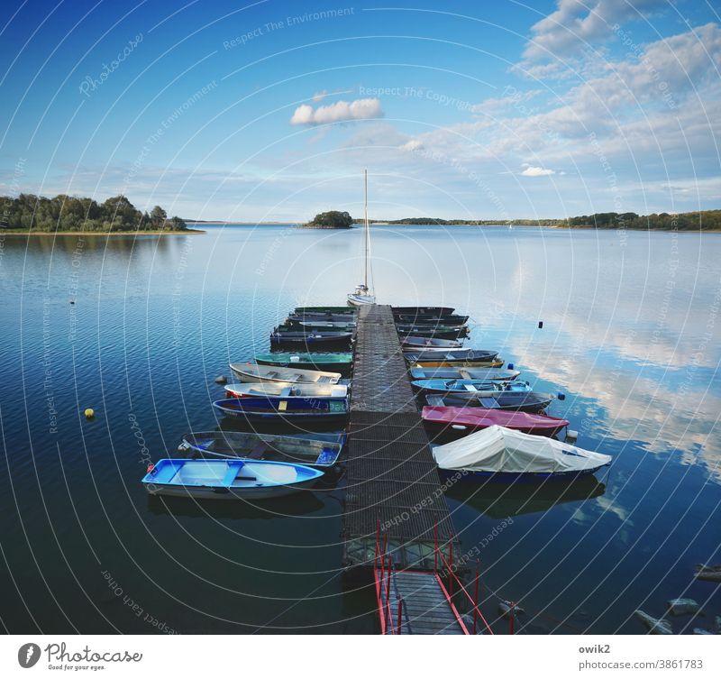 Am Steg Anlegestelle Hafen Segelboot Jacht Sportboot Binnenschifffahrt Schifffahrt See Insel Bucht Seeufer Schönes Wetter Horizont Wolken Himmel Wasser