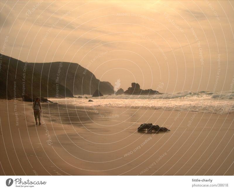 Berti Mensch Meer Strand Wellen Felsen Klippe Atlantik
