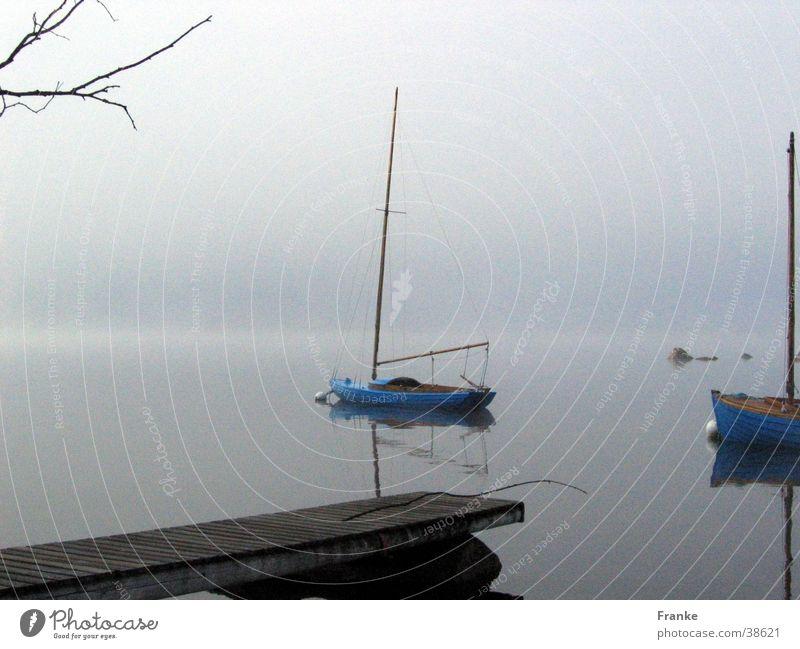 Nebelsee Wasser ruhig See Wasserfahrzeug Nebel