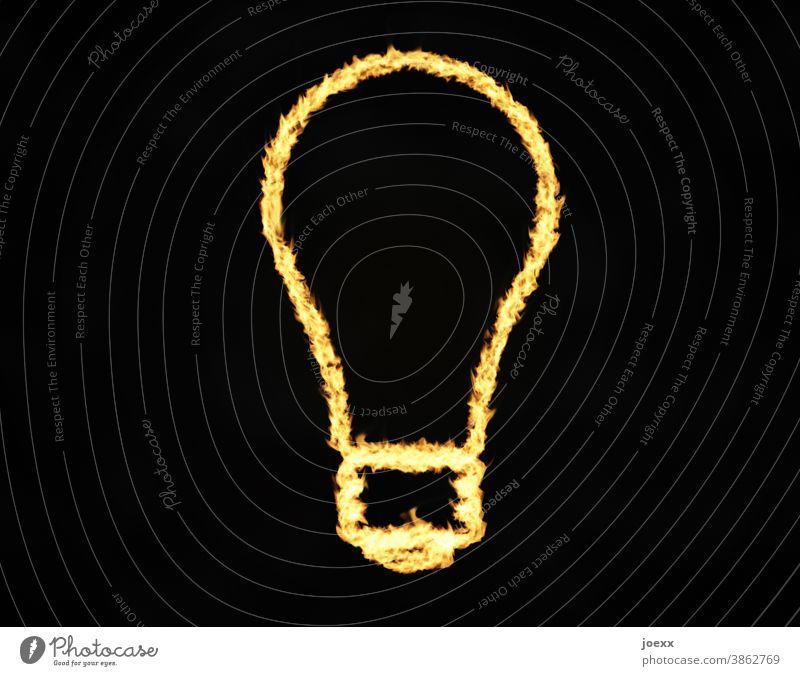Feuer und Flamme für die Energiewende Flammen Glübirne Leuchtmittel Dunkel heiß brennen Brand Wärme Glülampe Nacht orange gelb dunkel Farbfoto Menschenleer