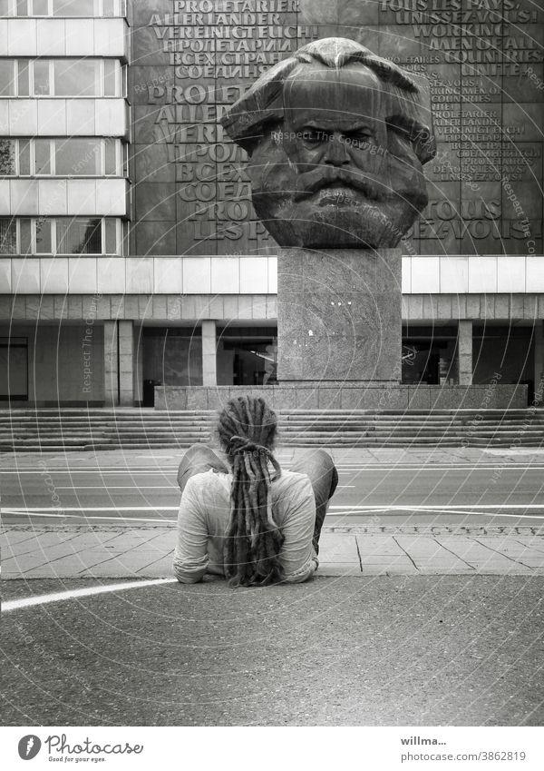 Dialog mit einem Philosophen Karl Marx Marxmonument Nischel Jugendliche Monument Denkmal Auseinandersetzung Wahrzeichen Chemnitz Sozialismus Kommunismus Kopf