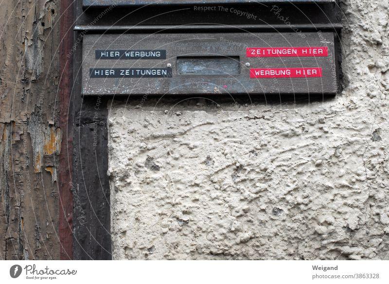 Briefkasten Keine Werbung Medien Werbebranche alt zeitungen Marketing Verfall Buchstaben Fassade Wand Klappe Nostalgie historisch