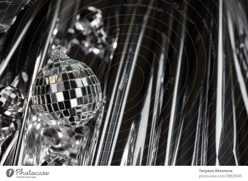 Weihnachts-Disco-Spiegelkugel Ball Party Reflexion & Spiegelung glänzend Licht hell Glanz Discokugel funkeln Kugel abstrakt retro Rampenlicht Feier festlich