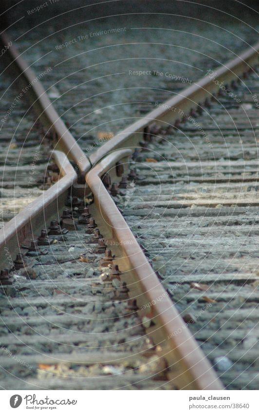 Gleise Eisenbahn fahren Richtung Verkehr zugfahren Scheideweg Umstellgleis