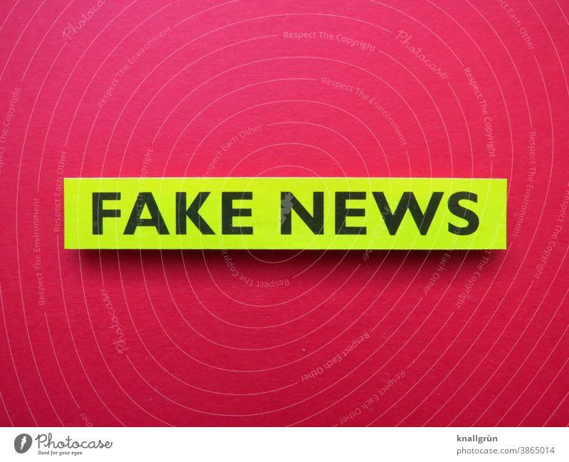Fake news fake news Politik & Staat Gesellschaft (Soziologie) Information Lügenpresse lügen Manipulation Schriftzeichen Farbfoto rot grün schwarz Menschenleer
