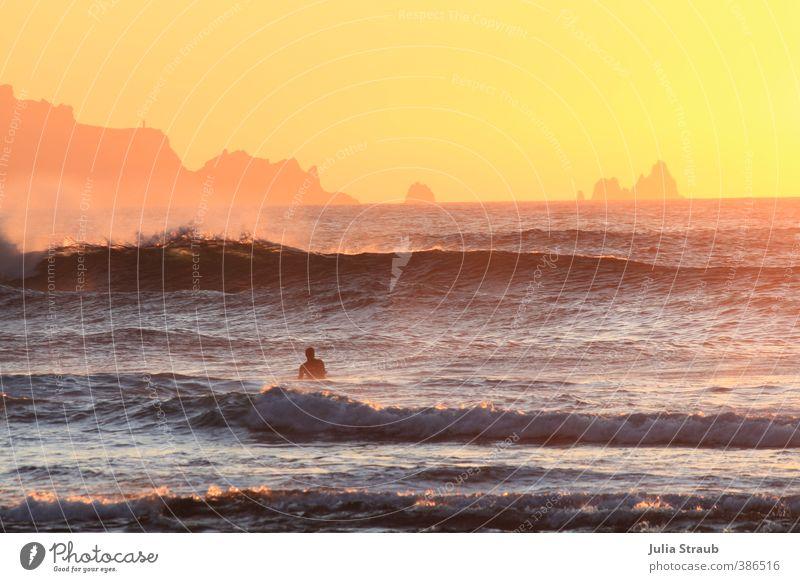 Esteiro Mensch Ferien & Urlaub & Reisen blau Wasser Sommer Sonne Meer Strand Erwachsene Ferne Wärme Küste Freiheit Felsen orange maskulin