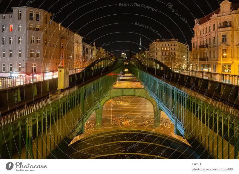 die Hochbahn in der Schönhauser Allee bei Nacht Prenzlauer Berg UBahn U2 night Stadt Stadtzentrum Außenaufnahme Hauptstadt Altstadt Berlin Menschenleer Farbfoto