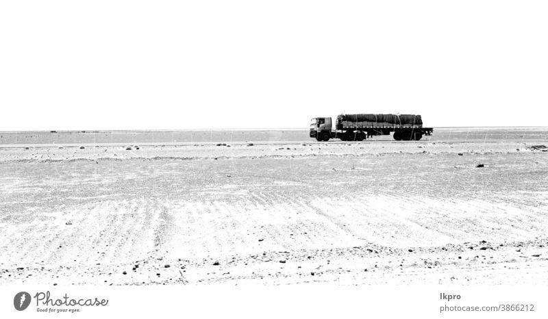 im iranischen Berg Iran Berge u. Gebirge Landschaft Felsen wüst Natur persien reisen Himmel Asien Stein malerisch Hügel Tal Tourismus Ansicht Straße Panorama