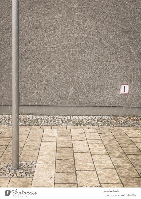 Geometrie der Tristesse Boden Platten Linie Struktur Muster Pfahl Strich urban Fassade leer trist Oberfläche abstrakt Architektur modern Wand Gebäude