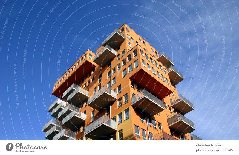 Hochhaus Haus Stil orange Architektur Balkon