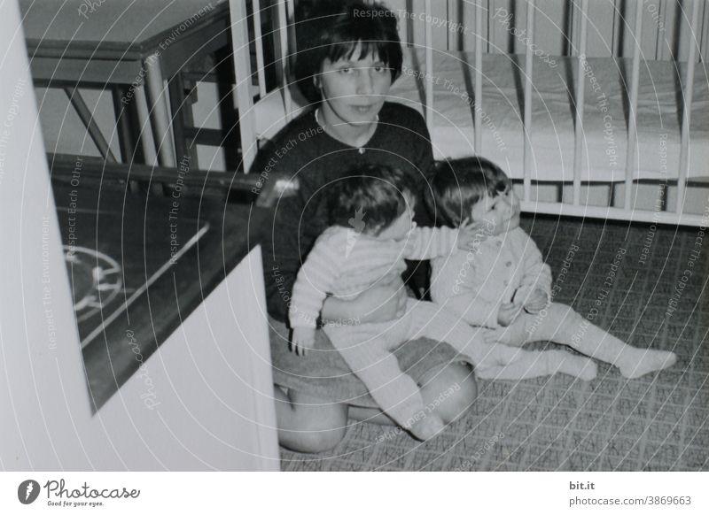 eia machen... Kind Kindheit Kindererziehung Mädchen Geschwister Schwester Schwestern Mutter Mutterschaft Zusammensein Mensch Familie & Verwandtschaft Eltern