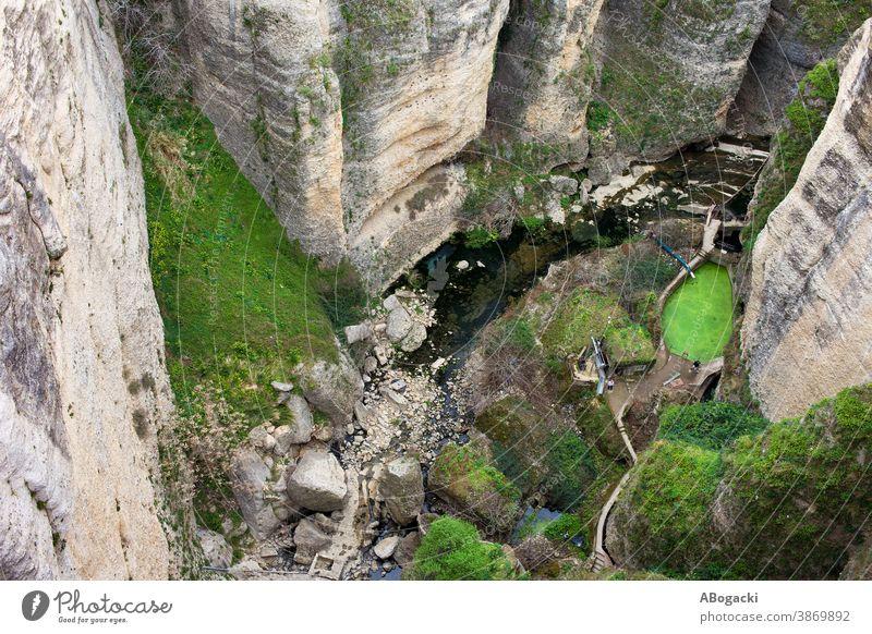 Landschaft in der Schlucht des Flusses El Tayo in Ronda, Spanien Klippe Felsen strömen Andalusia Andalusien Natur Berge u. Gebirge gebirgig Europa Wahrzeichen
