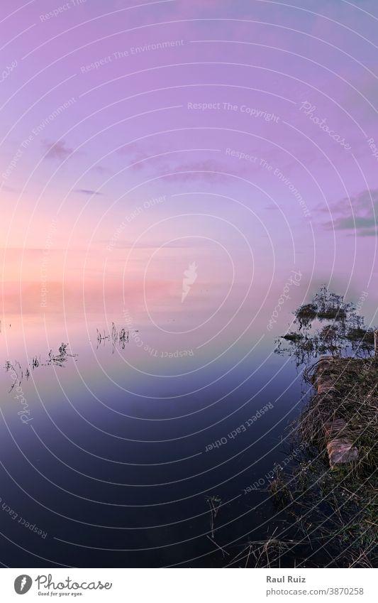 Unendliches Seeufer, kein Horizont Natur Licht Rippeln blau winken liquide Hintergrund abstrakt Wasser tief Sauberkeit Oberfläche Lichtschein Tag