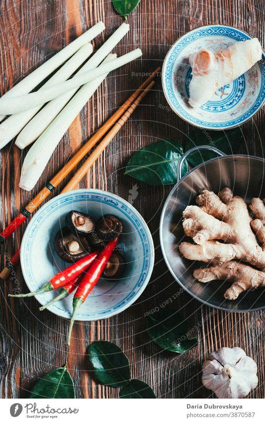 Tom Yum Suppenprodukte frisch Gesundheit Hintergrund Lebensmittel Würzig Thai Küche asiatisch Zitronengras grün Kraut Essen zubereiten Thailand tom schick sauer