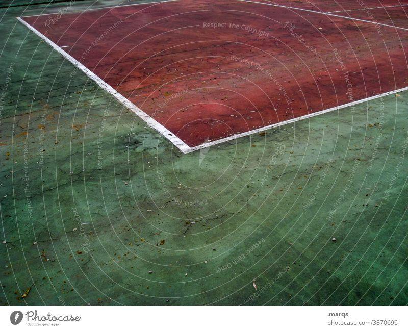 Tennisplatz Linie Konkurrenz Markierung Markierungslinie rot weiß grün Bodenbelag Spielfeld Spielfeldbegrenzung Sportstätten Erfolg Sportveranstaltung Spielen