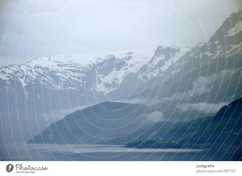 Norwegen Umwelt Natur Landschaft Wasser Wolken Nebel Felsen Berge u. Gebirge Schneebedeckte Gipfel Fjord außergewöhnlich dunkel kalt natürlich Stimmung Idylle