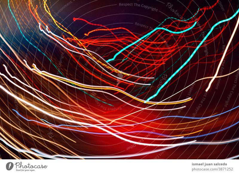 mehrfarbige Weihnachtsbeleuchtung bei Nacht Lichter Straßenlaternen Bewegung Linien Farben farbenfroh Bokeh hell glänzend Unschärfe verschwommen defokussiert