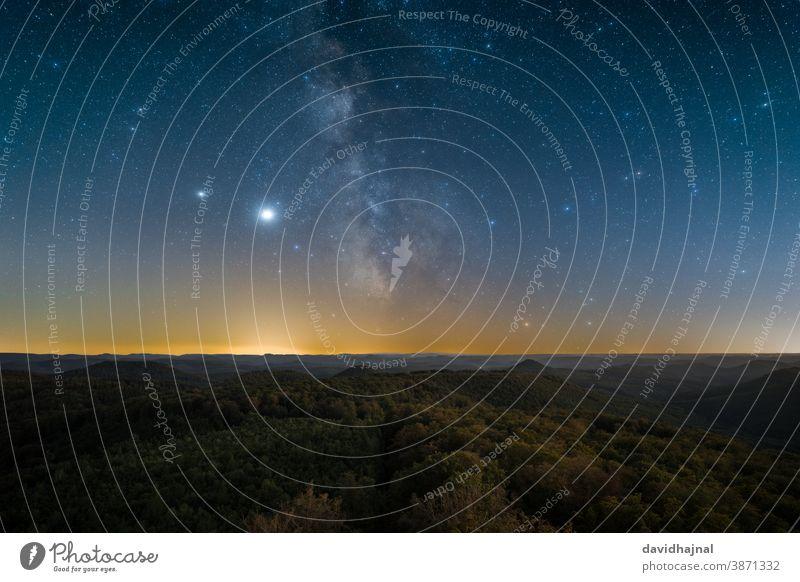 Der Pfälzerwald bei Nacht vom Luitpoldturm aus gesehen. Rheinland-Pfalz luitpoldturm Luitpold-Turm weissenberg pfaelzerwald Nacht Himmel Stern Milchstrasse