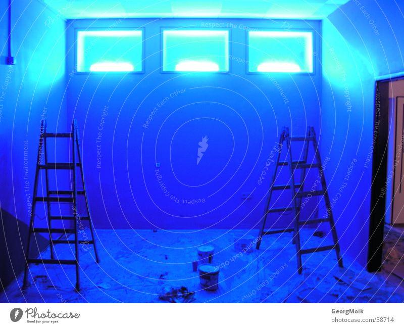 fensterln Licht Warnleuchte Fenster Fototechnik blau Raum streichen Stehleiter 3 drei Beleuchtung blue room lights ausmalen