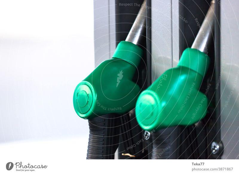 Tankstelle klopft Hintergrundunschärfe senkrecht ab Tankstellenhähne Tankstellenhahn benzin Brennstoff Erdöl Verkehr Transport Motor Boxenstopp PKW Lastwagen