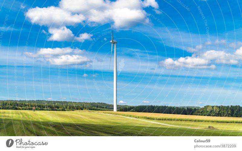 Windturbine umgeben von landwirtschaftlichem Land Energie Turbine Windmühle regenerativ Detailaufnahme Erzeuger alternativ Elektrizität Technik & Technologie