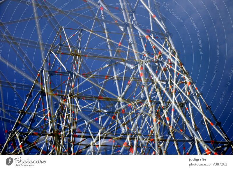 Wirrungen Technik & Technologie Stadt Bauwerk Metall Netz Netzwerk außergewöhnlich trashig verrückt blau Gerüst Baugerüst unordentlich Farbfoto Außenaufnahme