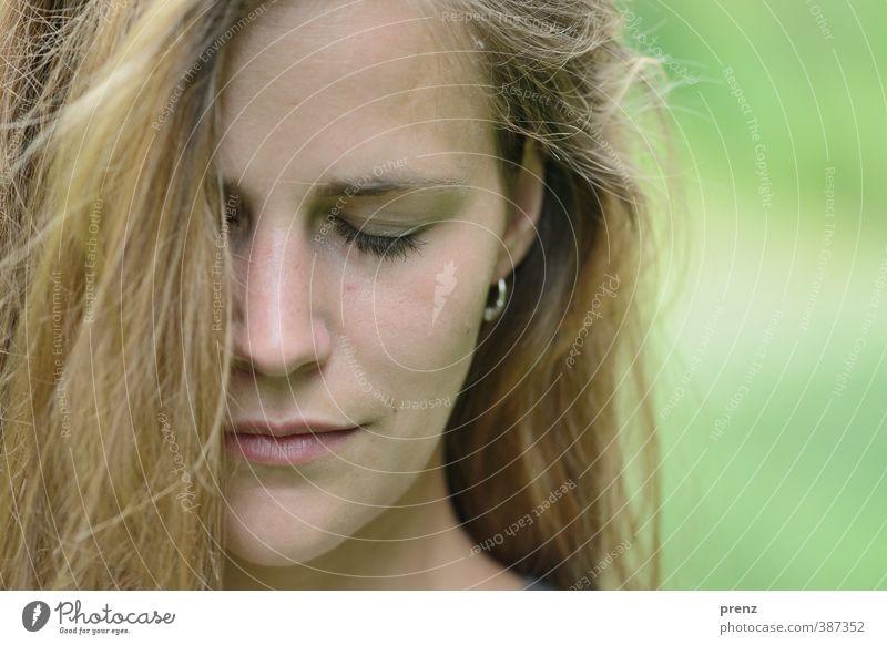 sinnlich Mensch feminin Junge Frau Jugendliche Erwachsene Kopf Haare & Frisuren Gesicht 1 18-30 Jahre braun grün Gefühle schön nachdenklich Farbfoto