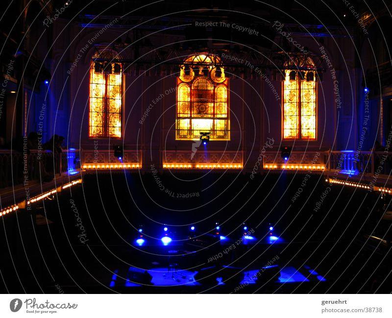 holy stage Fenster Licht Bühne Architektur paradiso Religion & Glaube Stimmung Konzerthalle