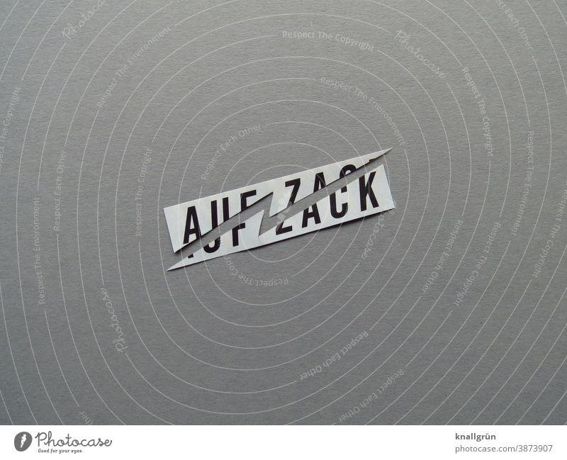 Auf zack gezackt eckig auf zack Dynamik Dynamisch Buchstaben Wort Satz Letter Typographie Lateinisches Alphabet Text Sprache Schriftzeichen Textfreiraum