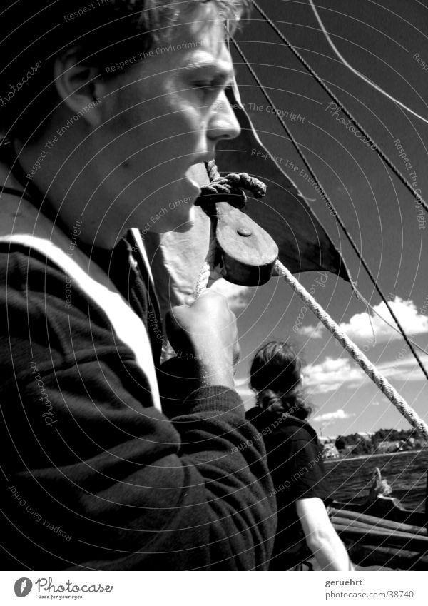 segel setzen Mann Gesicht Wasserfahrzeug Seil anstrengen ziehen Block Umlenkrollen Wikingerschiff