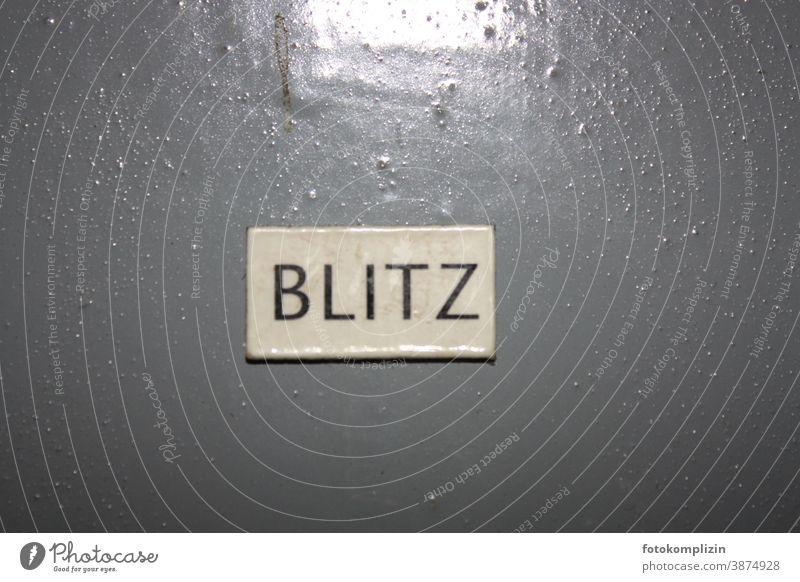 Blitz BLITZ Blitzlichtaufnahme blitzen Blitze Schriftzug Gewitter Typo Typografie schrift Druckschrift Versalien geschrieben Großbuchstaben typografie Wort Text