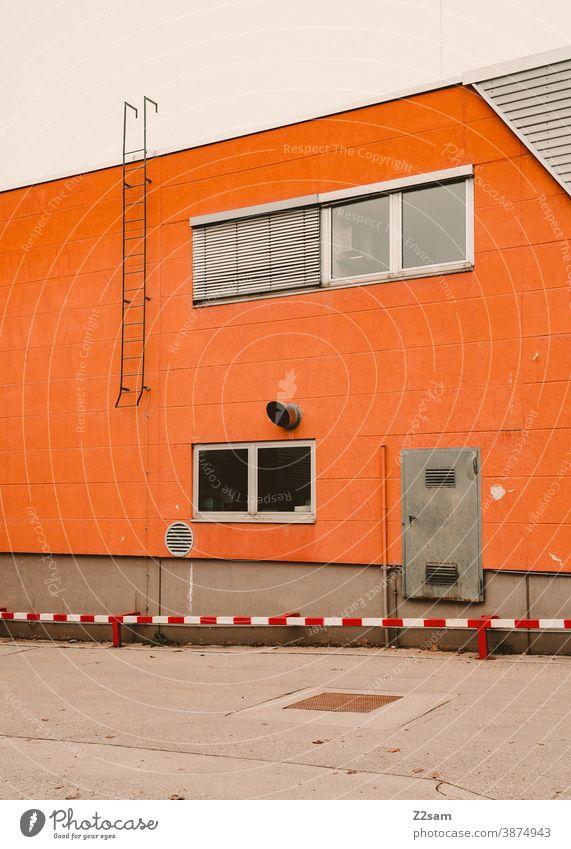 Industriearchitektur industrie industriehalle industriegebiet tor fabrik fabrikhalle linien minimalismus beton einsam einsamkeit verlassen Halle Gebäude