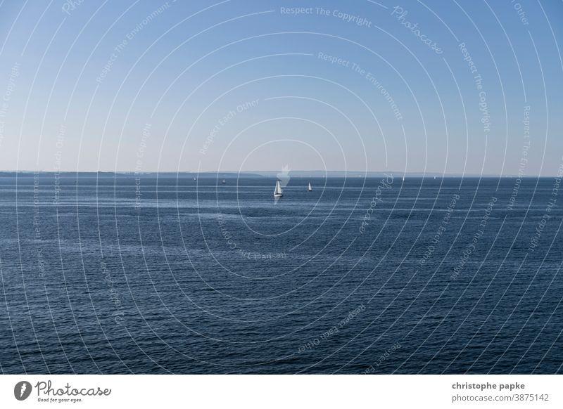 segelboote auf der ostsee Segelboot Ostsee Rostock Warnemünde Segeln Meer Schönes Wetter blau Wolkenloser Himmel Ostseeküste Ferien & Urlaub & Reisen