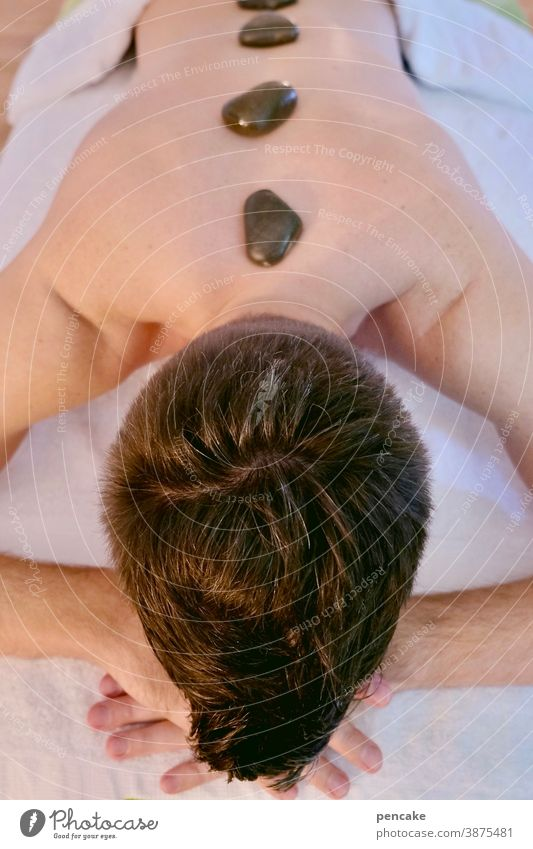 hot-stone massage lll Wellness Massage Heißer Stein Erholung Spa Lifestyle Rücken Entspannung Gesundheit Therapie Haut Körper Pflege Behandlung