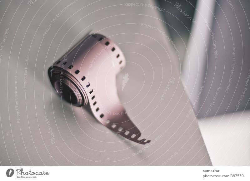 analoge Zeiten Filmmaterial alt Fotografie Fotografieren Fototechnik Fotostudio Fotogeschäft fotofilm Filmriss Filmperforation agfa kodak fujifilm erleuchten