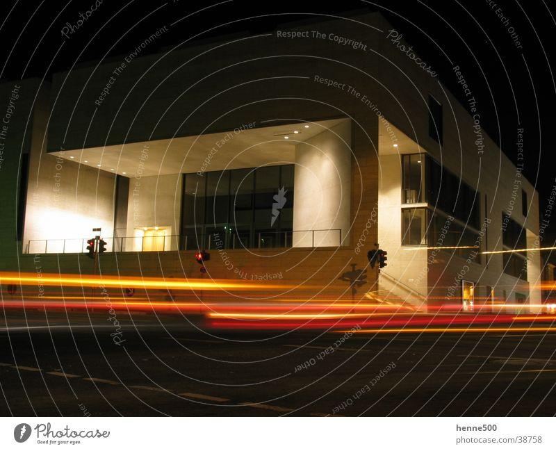 Museum by night Langzeitbelichtung Nacht Gebäude dunkel Stadt modern Architektur