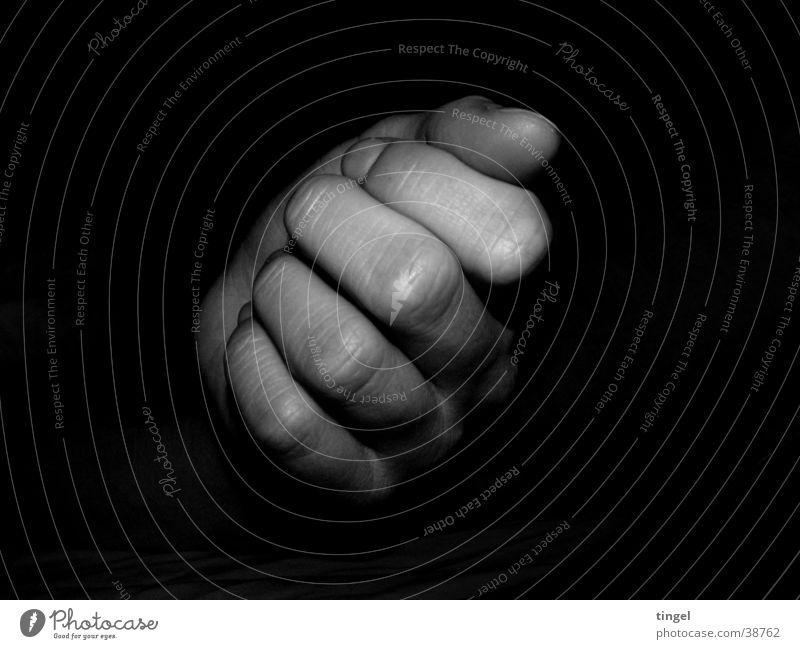 Hand Frau Hand dunkel Finger Falte Faust